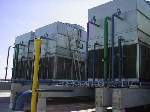 Hypebol hoạt động nhờ sự chênh lệch nhiệt độ giữa không khí môi trường xung quanh và không khí nóng trong tháp