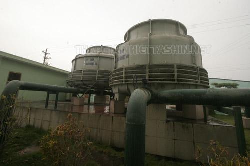 Tháp giải nhiệt được lựa chọn đặt ở các nhà máy lớn